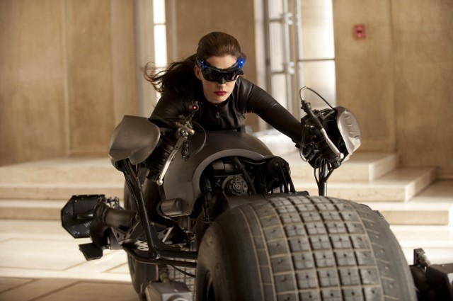 Anne Hathaway as Catwoman 640x425 First look at Anne Hathaway as Catwoman in The Dark Knight Rises