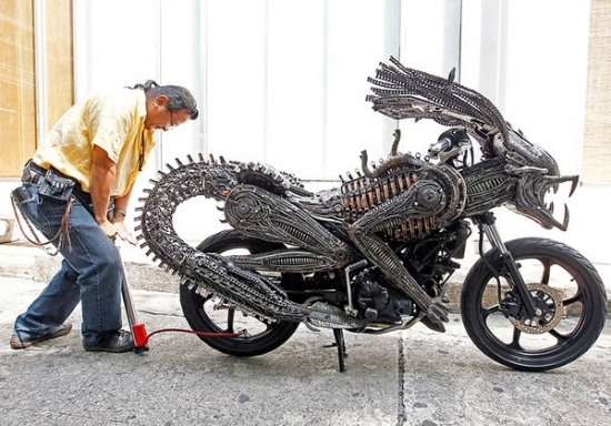 small alien predator bike2 Awesome Alien Predator bike