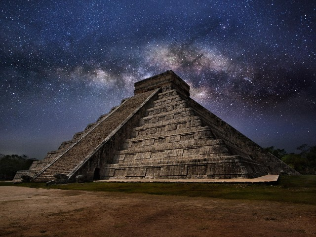 Chichen Itza at night 640x480 Chichen Itza at night